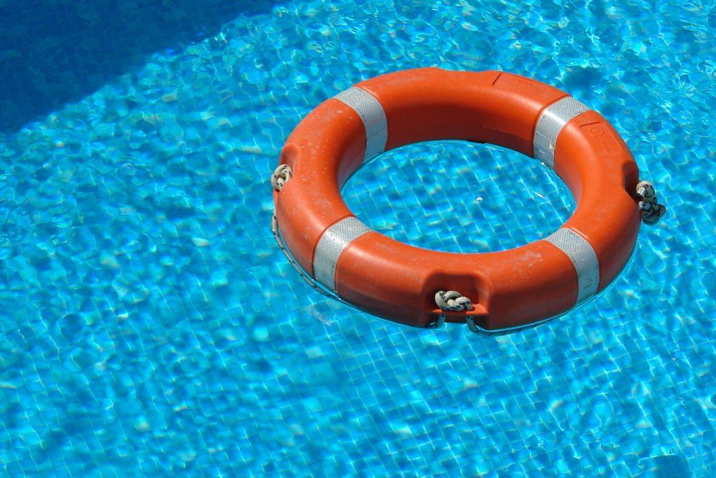 En livboj i en pool